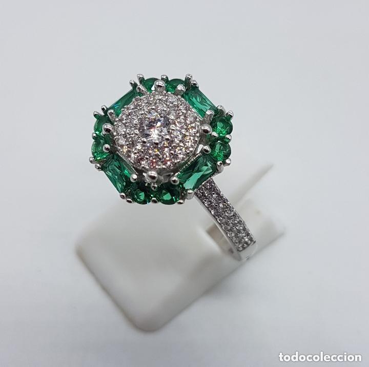 Joyeria: Sortija de estilo art nouveau en plata de ley, circonitas talla brillante y esmeraldas engarzadas . - Foto 2 - 160308460