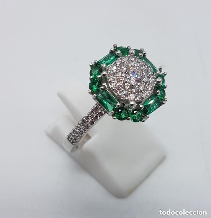 Joyeria: Sortija de estilo art nouveau en plata de ley, circonitas talla brillante y esmeraldas engarzadas . - Foto 4 - 160308460