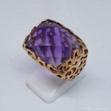 Joyeria - Gran anillo de oro de 18k ( 750mls ), troquelado con gran amatista autentica bellamente facetada . - 107093183