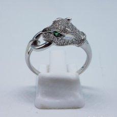Jewelry - Maravillosa sortija vintage en plata de ley tipo cartier con pave de circonitas y esmeraldas . - 107095035