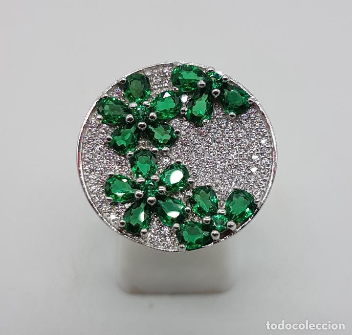 Joyeria: Gran anillo en plata de ley con pavé de circonitas talla brillante y topacios verde esmeralda . - Foto 3 - 108118839