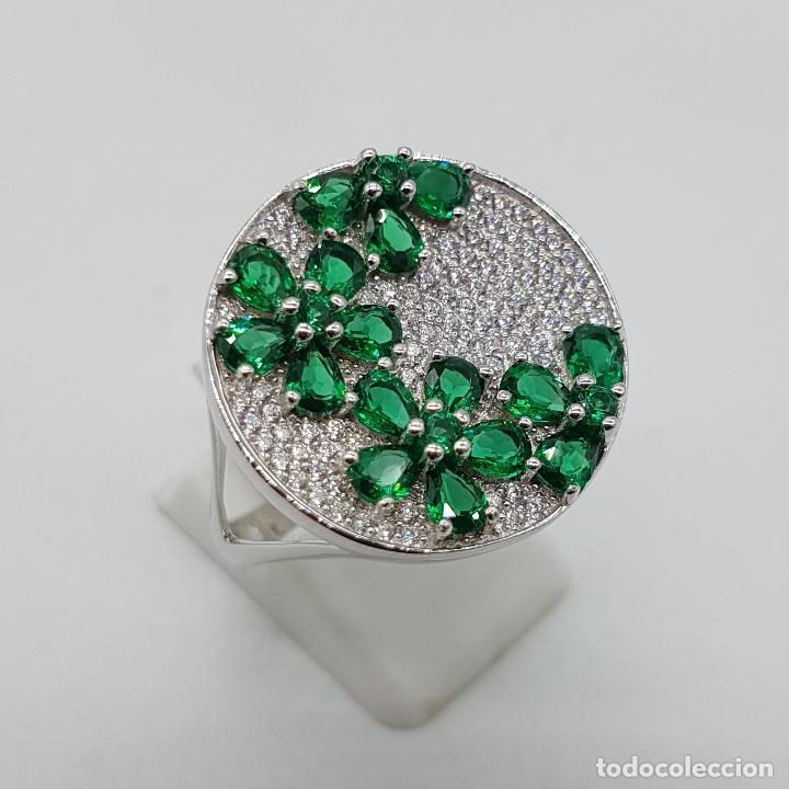 Joyeria: Gran anillo en plata de ley con pavé de circonitas talla brillante y topacios verde esmeralda . - Foto 4 - 108118839