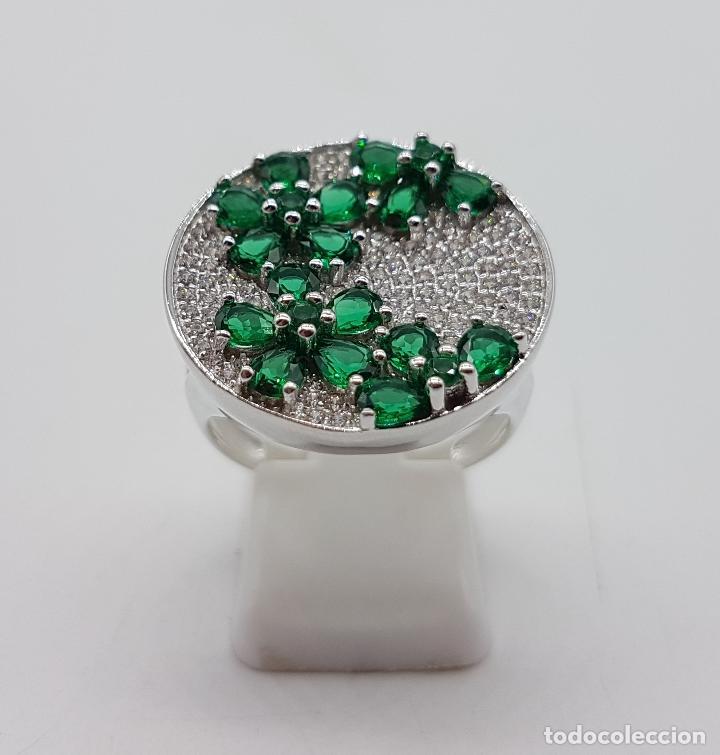 Joyeria: Gran anillo en plata de ley con pavé de circonitas talla brillante y topacios verde esmeralda . - Foto 5 - 108118839