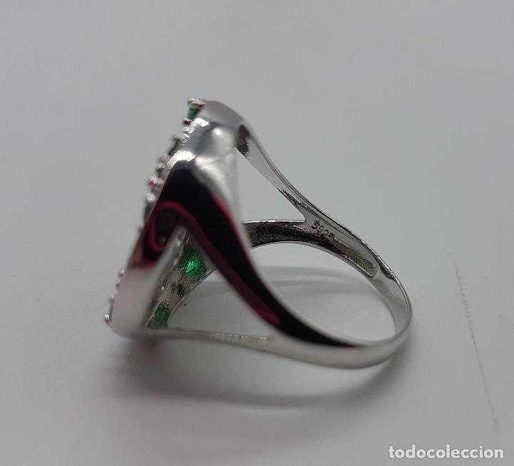 Joyeria: Gran anillo en plata de ley con pavé de circonitas talla brillante y topacios verde esmeralda . - Foto 6 - 108118839