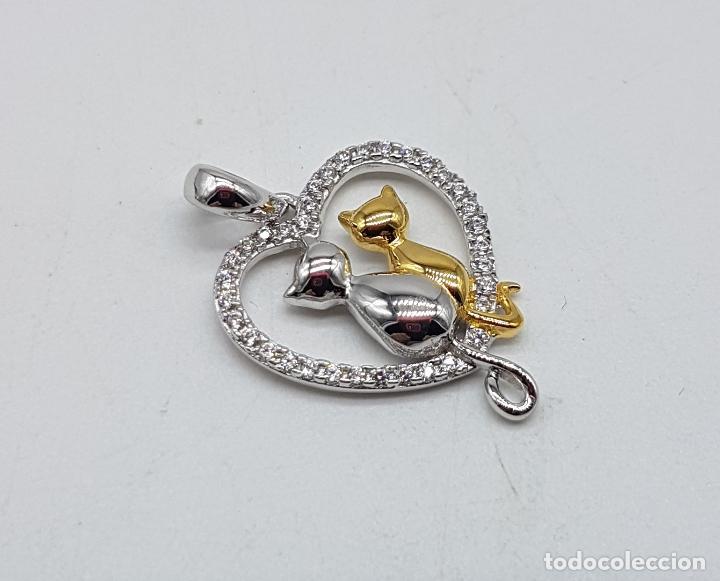 Joyeria: Bello colgante en forma de corazón con gatos enamorados en plata de ley, oro de 18k y circonitas . - Foto 4 - 117899595