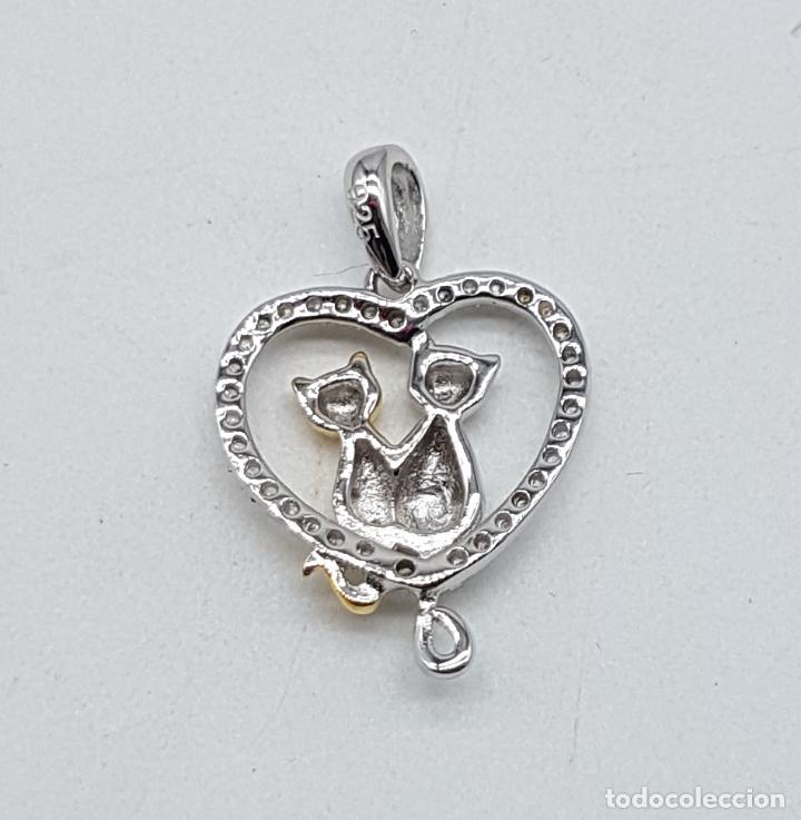 Joyeria: Bello colgante en forma de corazón con gatos enamorados en plata de ley, oro de 18k y circonitas . - Foto 5 - 117899595