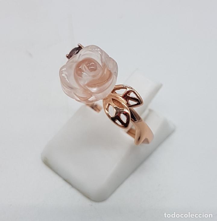Joyeria: Bella sortija de estilo antiguo en plata de ley, oro de 18k, granate y cuarzo rosa en forma de rosa. - Foto 2 - 189780356
