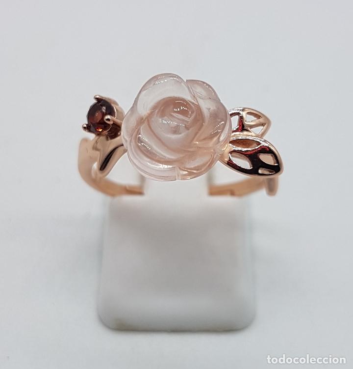 Joyeria: Bella sortija de estilo antiguo en plata de ley, oro de 18k, granate y cuarzo rosa en forma de rosa. - Foto 3 - 189780356