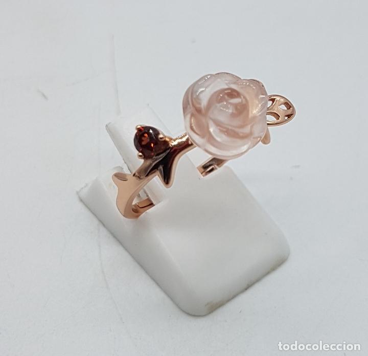 Joyeria: Bella sortija de estilo antiguo en plata de ley, oro de 18k, granate y cuarzo rosa en forma de rosa. - Foto 4 - 189780356
