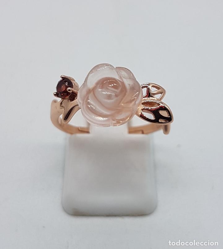 Joyeria: Bella sortija de estilo antiguo en plata de ley, oro de 18k, granate y cuarzo rosa en forma de rosa. - Foto 5 - 189780356