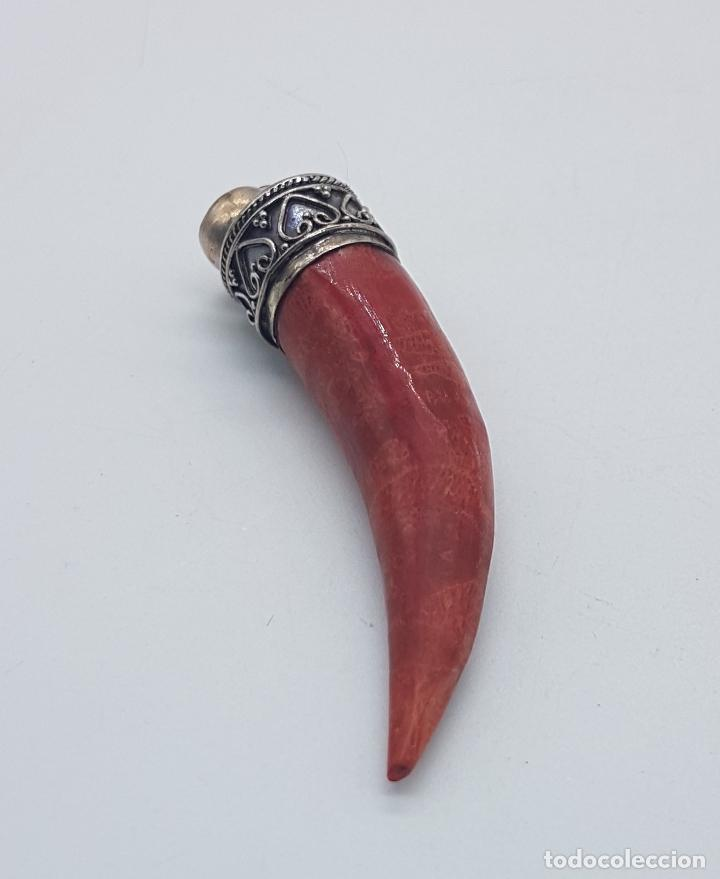 Joyeria: Colgante antiguo en forma de cuerno de plata de ley labrada y coral del mediterráneo auténtico . - Foto 4 - 110116827
