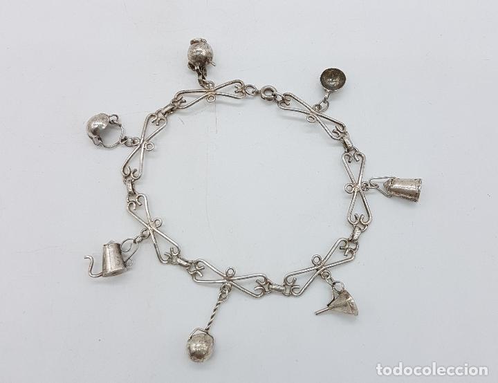 diseño atemporal 20185 eed7b Pulsera antigua en plata de ley con originales dijes o colgantes hechos a  mano .