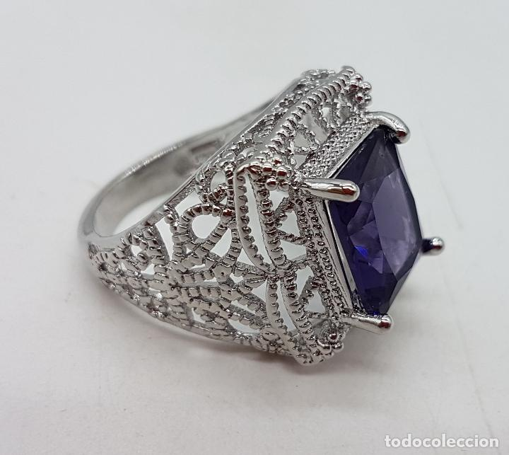 Joyeria: Excelente anillo de diseño calado con baño de plata de ley y zafiro sintético engarzado. - Foto 2 - 111773631