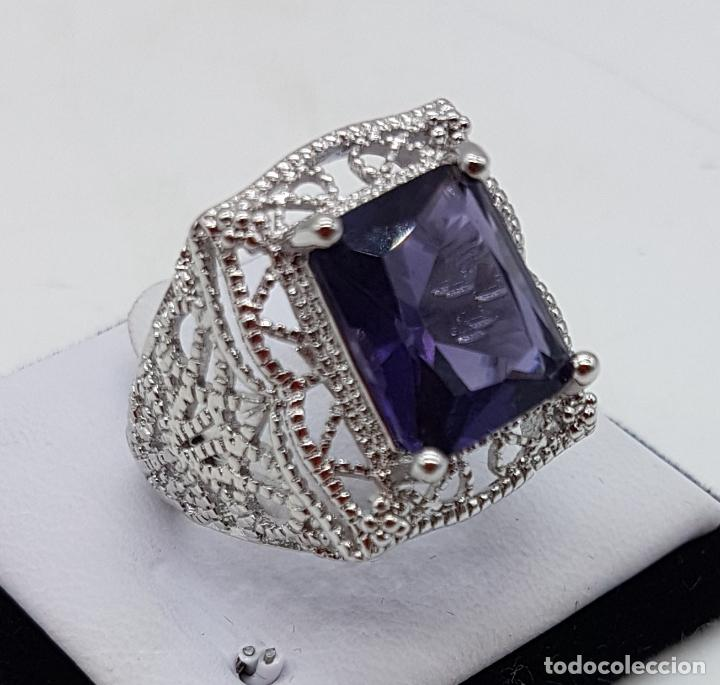 Joyeria: Excelente anillo de diseño calado con baño de plata de ley y zafiro sintético engarzado. - Foto 3 - 111773631