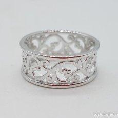 Joyeria - Bello anillo de estilo vintage con cenefas troqueladas tipo rococó en plata de ley maciza punzonada. - 146008008