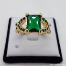 Joyeria - Bella sortija tipo modernista, chapado en oro de 18k y cristal austriaco verde esmeralda . - 112051855