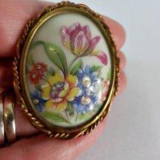 Gran broche de porcelana Limoges con detalles pintados a mano