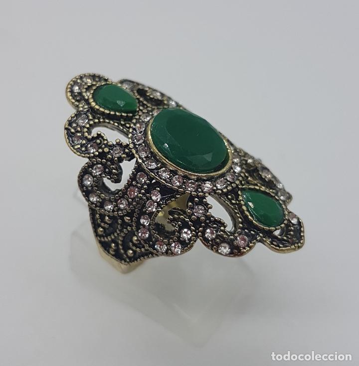 Joyeria: Gran anillo tipo imperio turco con acabado en oro viejo, símil de esmeraldas y circonitas . - Foto 3 - 113951287