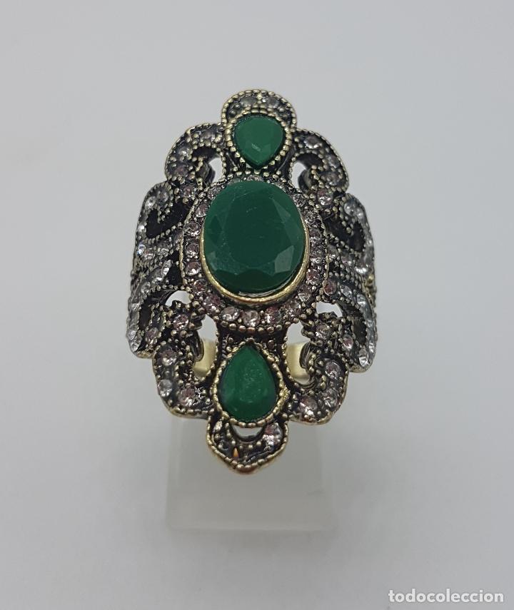 Joyeria: Gran anillo tipo imperio turco con acabado en oro viejo, símil de esmeraldas y circonitas . - Foto 4 - 113951287
