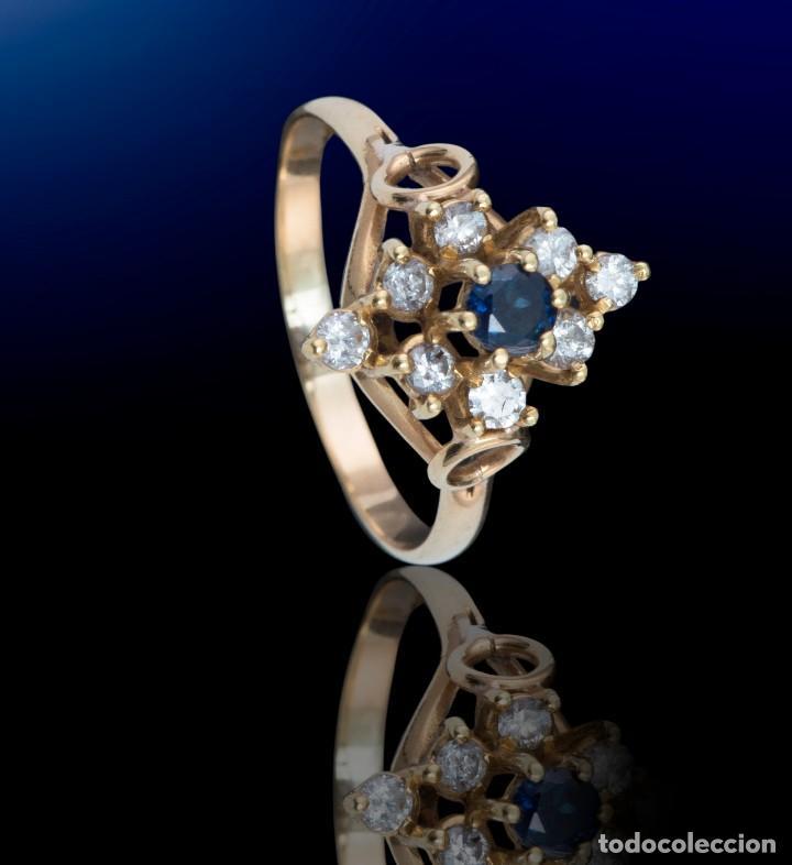 Joyeria: Preciosa Sortija de oro 18 kt estilo lanzadera con diamantes talla brillantes y zafiro central - Foto 3 - 115574799