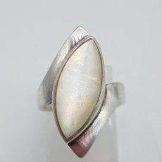 Joyeria - Elegante anillo antiguoen plata de ley tipo lanzadera con gran aplicación de nácar incustado. - 115954575