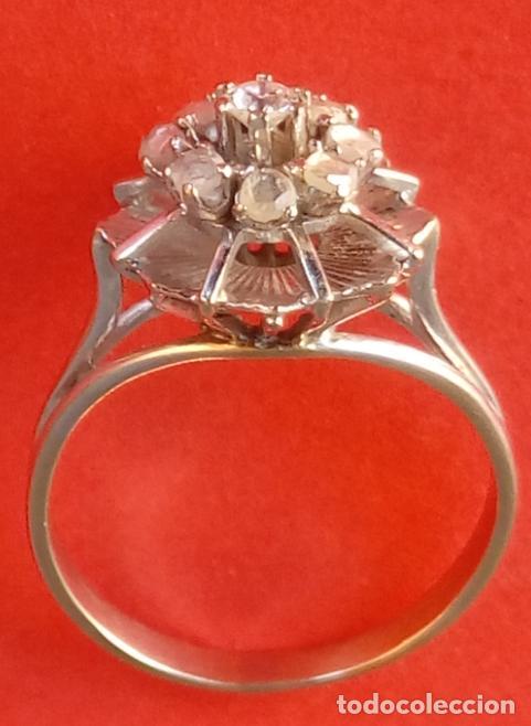 Anillo de diamantes en forma de flor