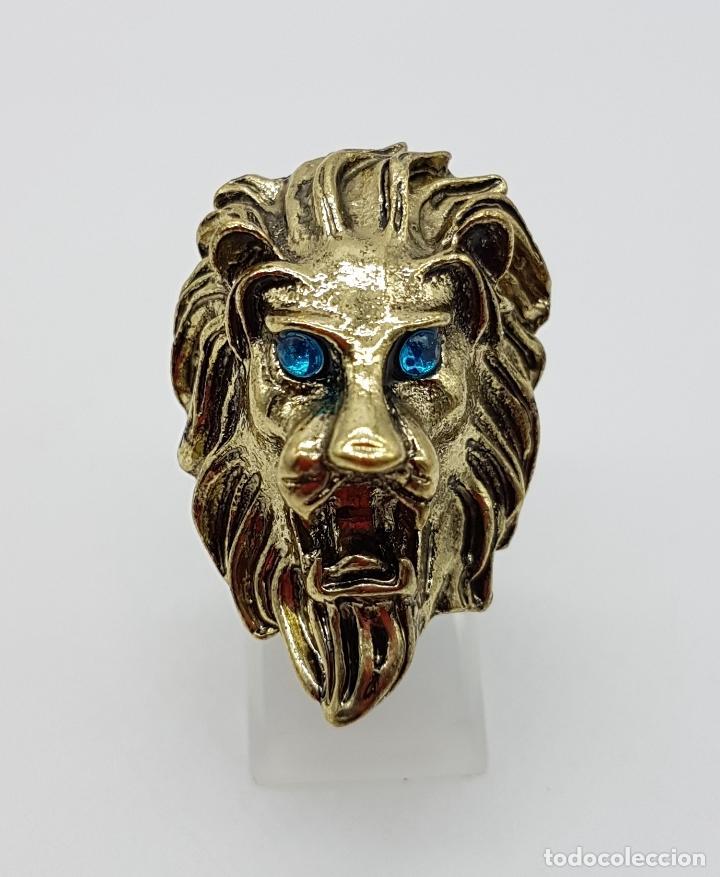 Joyeria: Anillo original con forma de cabeza de león, circonitas turquesas y acabado en oro viejo . - Foto 2 - 116176271