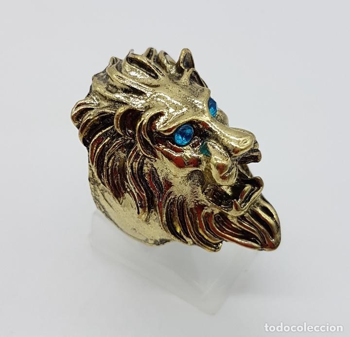 Joyeria: Anillo original con forma de cabeza de león, circonitas turquesas y acabado en oro viejo . - Foto 3 - 116176271