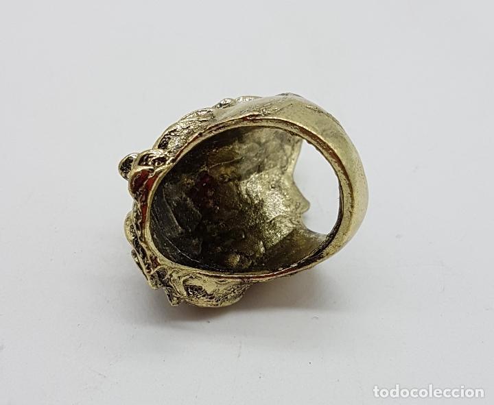 Joyeria: Anillo original con forma de cabeza de león, circonitas turquesas y acabado en oro viejo . - Foto 5 - 116176271