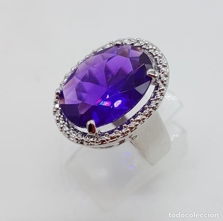 Joyeria: Gran anillo chapado en plata de ley contrastada con símil de amatista talla oval . - Foto 3 - 128017291
