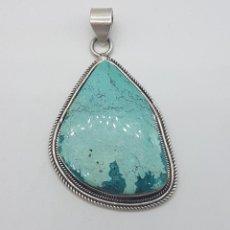 Joyeria - Enorme colgante antiguo en plata de ley contrastada con piedra turquesa natural incrustada. - 116775175