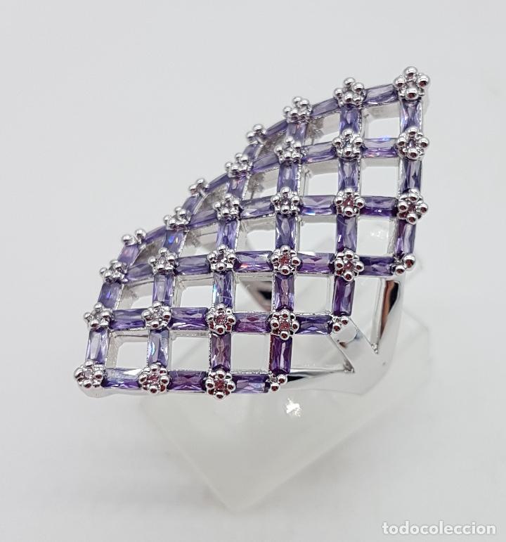 Joyeria: Gran anillo de plata de ley con celosía de amatistas talla baguette y circonitas talla brillante . - Foto 2 - 144709618
