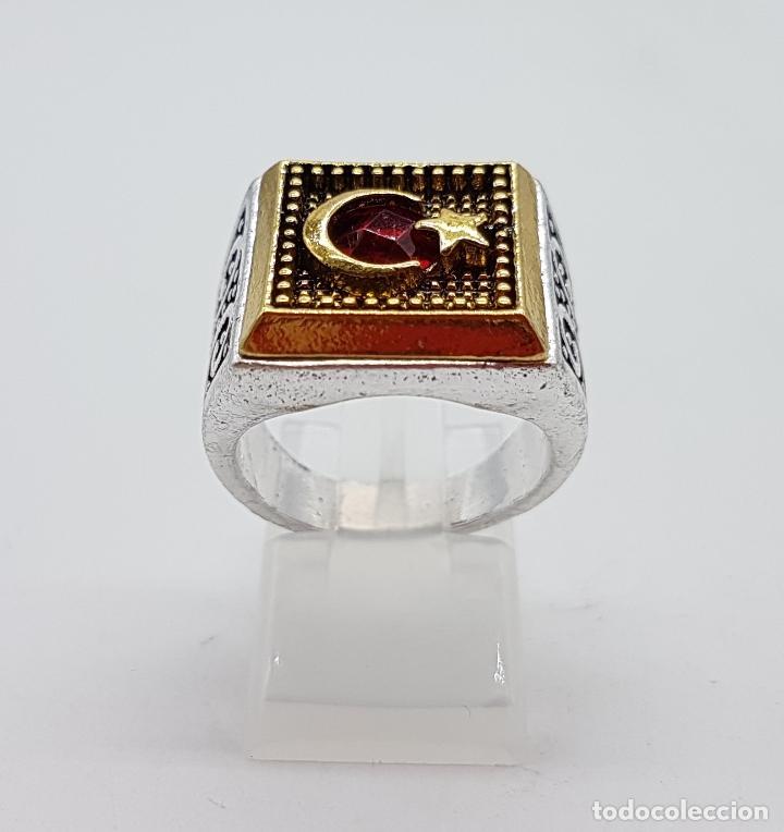 Joyeria: Anillo tipo sello turco con acabados en plata y oro, y símil de rubí facetado . - Foto 4 - 143646458