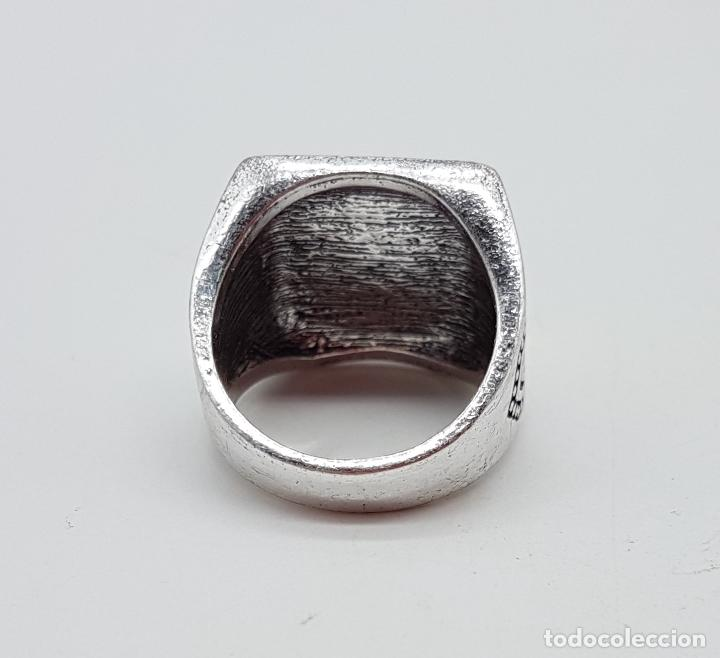 Joyeria: Anillo tipo sello turco con acabados en plata y oro, y símil de rubí facetado . - Foto 6 - 143646458