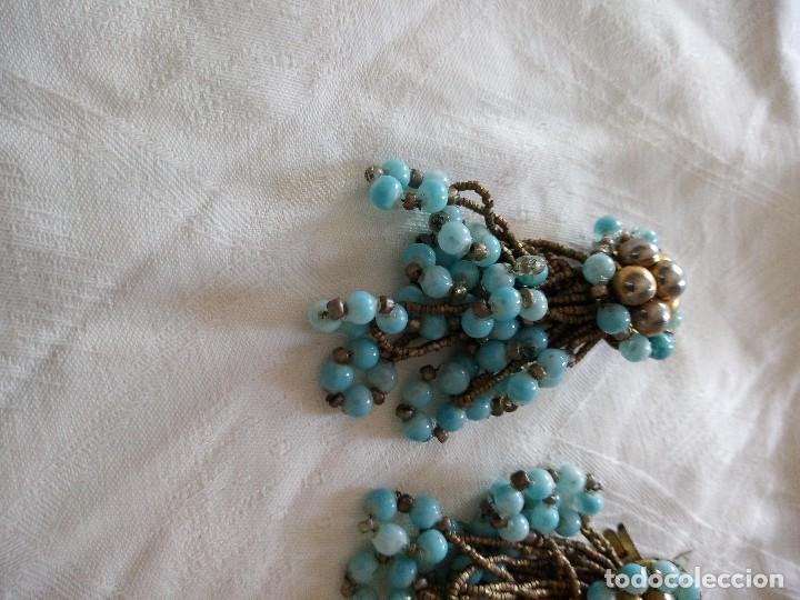 Joyeria: antiguos pendientes de color turquesa de plástico y hilo de metal ,años 70-80 - Foto 2 - 118665235
