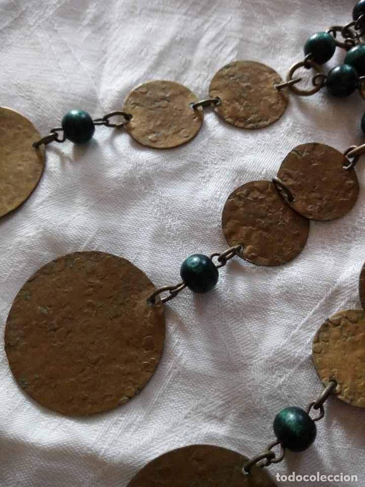 Joyeria: Preciosa gargantilla de medallas de latón y cuentas de pvc verde. ideal para grabaciones egipcias. - Foto 2 - 118666819