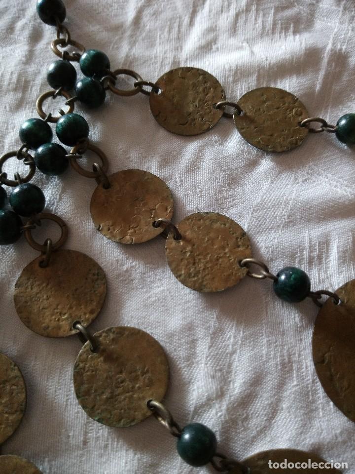 Joyeria: Preciosa gargantilla de medallas de latón y cuentas de pvc verde. ideal para grabaciones egipcias. - Foto 3 - 118666819