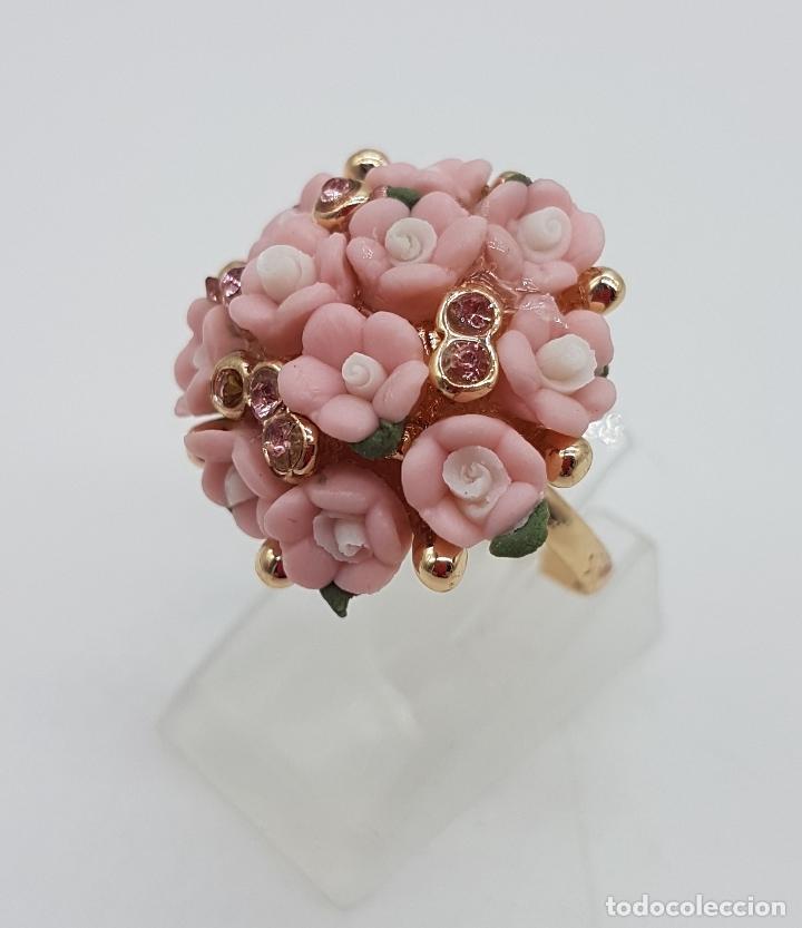 Joyeria: Anillo vintage chapado en oro de 14k con ramo de flores en porcelana y circonitas rosas . - Foto 2 - 159658202