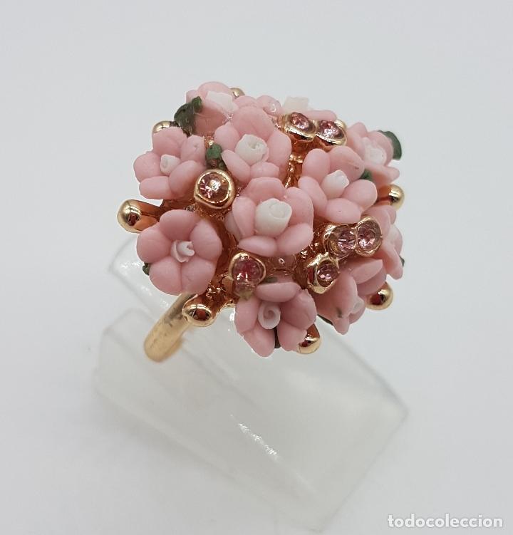 Joyeria: Anillo vintage chapado en oro de 14k con ramo de flores en porcelana y circonitas rosas . - Foto 4 - 159658202