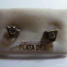 Joyeria: PENDIENTES DE PLATA Y PIEDRITA. CON FORMA DE TRIÁNGULO. Lote 123149011