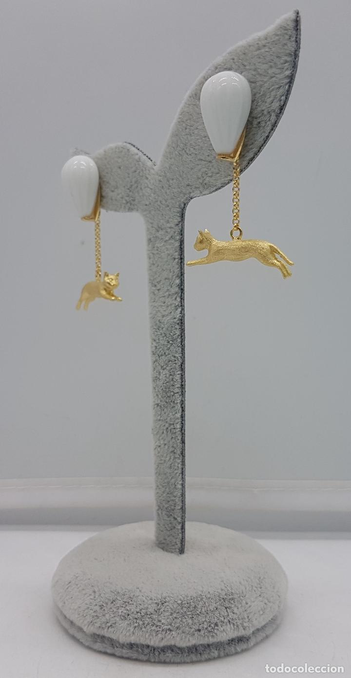 Joyeria: Pendientes hechos a mano de estilo grotesco en plata de ley con forma de gatos bañados en oro. - Foto 3 - 127639447