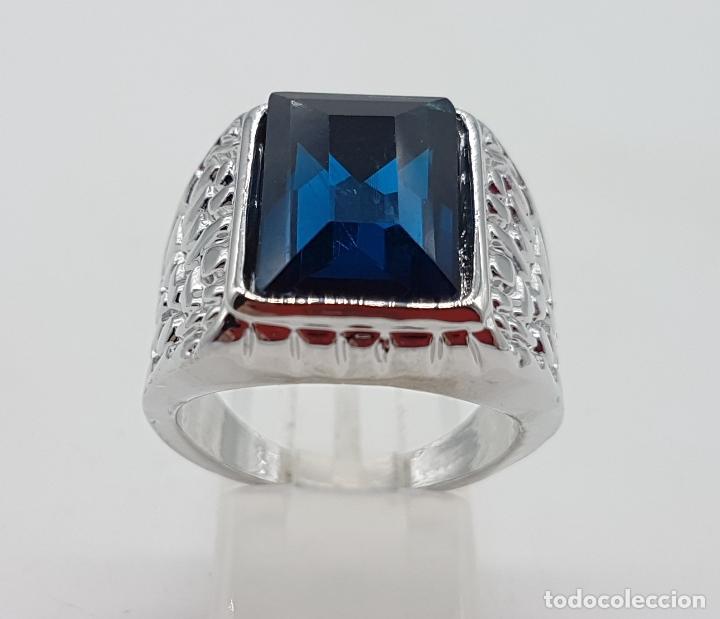 Joyeria: Precioso anillo chapado en plata de ley con hermosos relieves y gran zafiro creado. - Foto 3 - 127881527