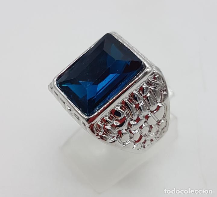Joyeria: Precioso anillo chapado en plata de ley con hermosos relieves y gran zafiro creado. - Foto 4 - 127881527