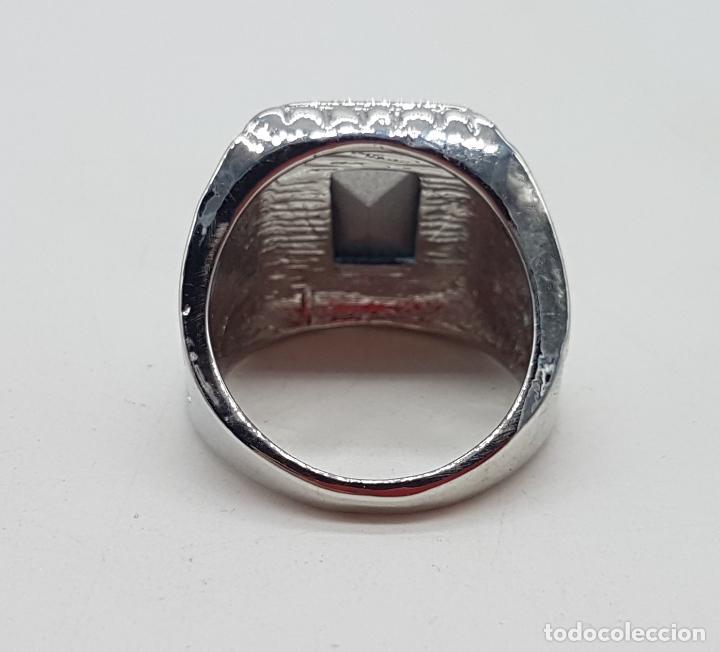 Joyeria: Precioso anillo chapado en plata de ley con hermosos relieves y gran zafiro creado. - Foto 5 - 127881527