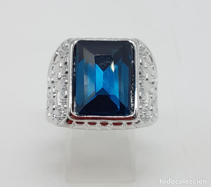 Joyeria: Precioso anillo chapado en plata de ley con hermosos relieves y gran zafiro creado. - Foto 6 - 127881527