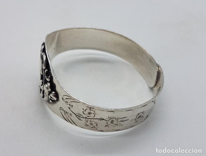 Joyeria: Brazalete antiguo de estilo Victoriano en plata de ley bellamente cincelado a mano . - Foto 2 - 128140787