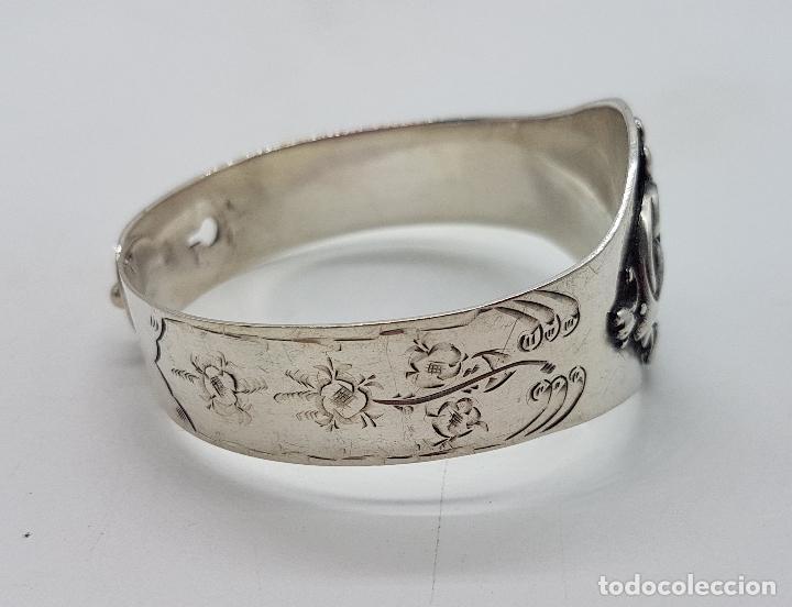 Joyeria: Brazalete antiguo de estilo Victoriano en plata de ley bellamente cincelado a mano . - Foto 4 - 128140787