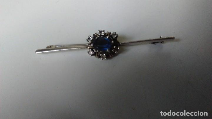 Joyeria: Antiguo broche o alfiler de plata con contraste 925, forma de flor, con piedra azul central - Foto 3 - 128261215
