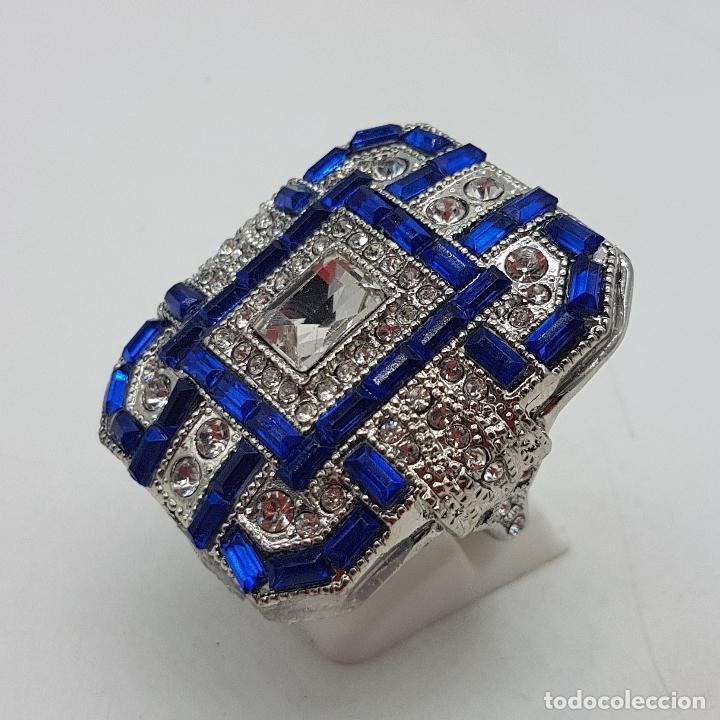 Joyeria: Gran anillo tipo art decó con acabado en plata de ley, y símil de zafiros y diamantes . - Foto 2 - 152421841