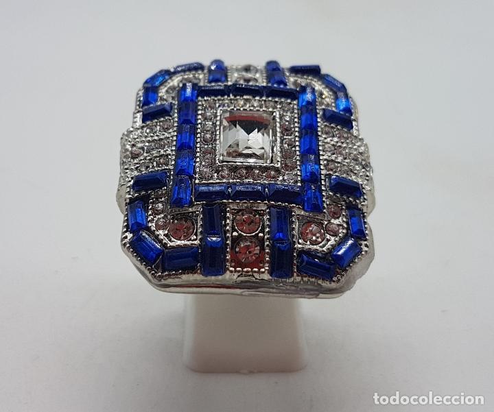 Joyeria: Gran anillo tipo art decó con acabado en plata de ley, y símil de zafiros y diamantes . - Foto 3 - 152421841